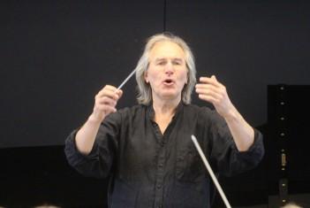 EMTA sümfooniaorkester ja koor Tõnu Kaljuste dirigeerimisel Estonia kontserdisaalis