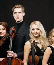 Maarja Helen Oserov (viiul), Merike Heidelberg (vioola), Valle-Rasmus Roots (tšello), Auli Lonks (klaver)