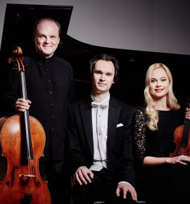 Õppejõud laval: Mari Poll (viiul), Henry-David Varema (tšello), Mihkel Poll (klaver)